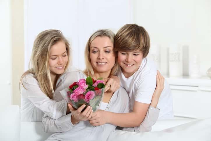 055998fb7bd5fa 40代の女性は、まだまだ元気一杯。40代のお母さんへ誕生日プレゼント を贈るなら、美容やコスメ、健康に役立つアイテム、グルメやリラックスグッズなどがオススメです。